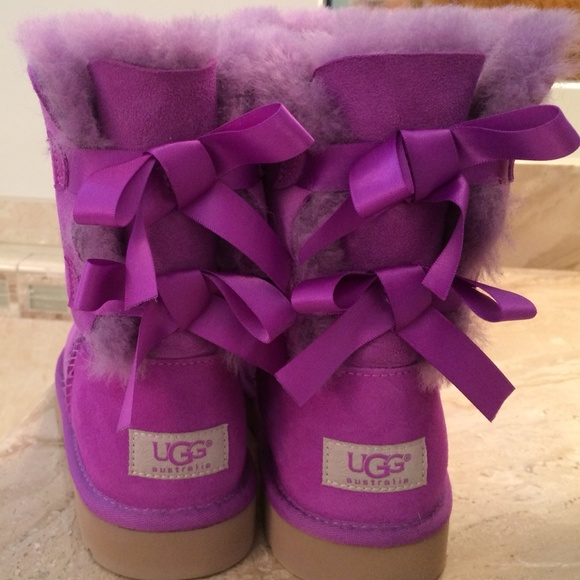 purple uggs with bows size 6