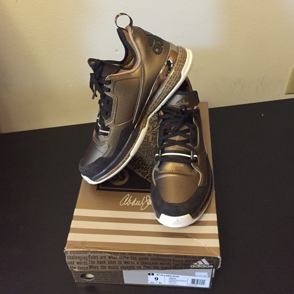 online store 9a380 f6011 damian lillard gold shoes