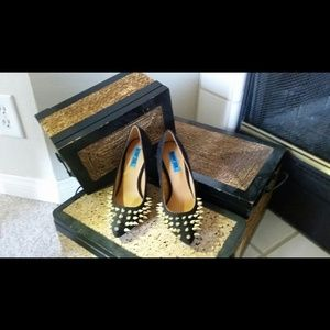 penny sue Shoes - Penny sue studded black and gold pumps