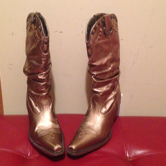 ab933ce1d48 Steve Madden Gold Cowgirl boots.