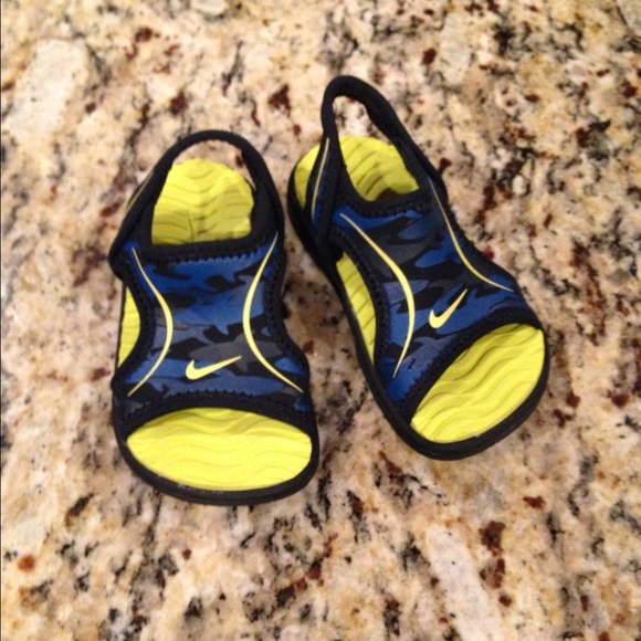 Baby boys size 4 Nike sandals