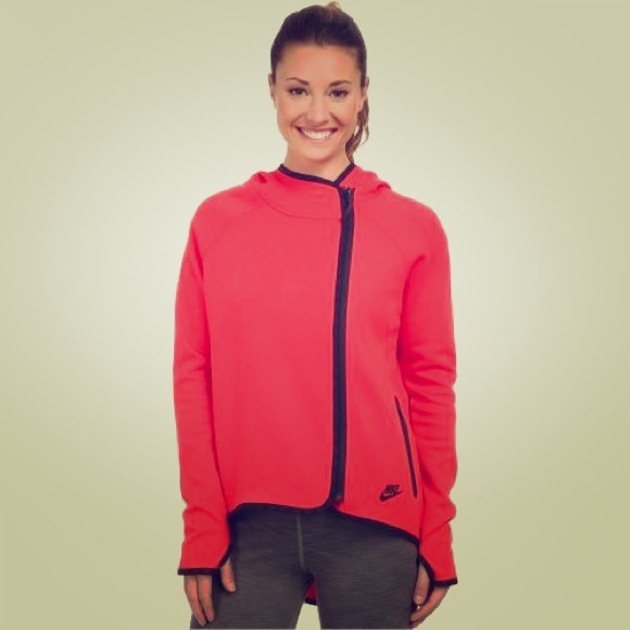 5b8e41b22419 Nike tech fleece full zip cape in red. M 5525ea3778b31c3bc4005c30