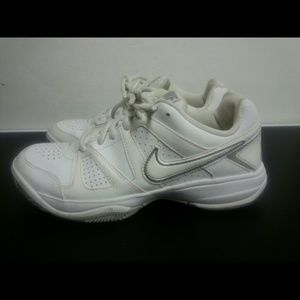 wholesale dealer 799e1 a4008 Nike Shoes - Nike City Court VII Womens Tennis Shoes