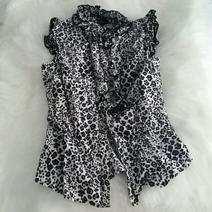 Tops - Sleeveless Black/White Leopard Print Top