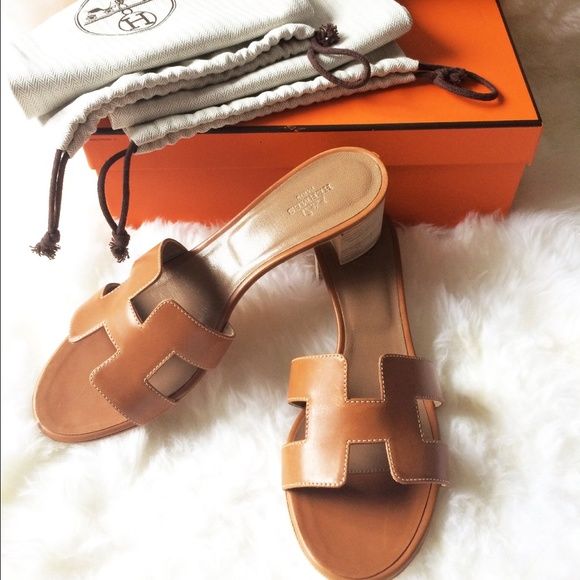 0f488d8831fa  shipping only NIB Hermes oasis sandal GOLD