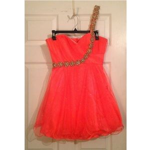 Dresses & Skirts - Short Prom Dress