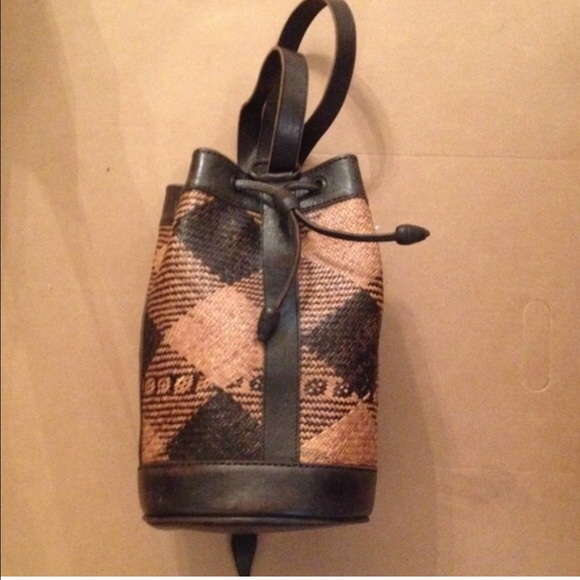 0364a8f286e7 Hand crafted Handbags - Rattan and leather bag from Indonesia