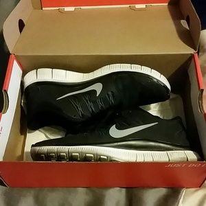 EUC Nike Free Runs 5.0 (Womens)