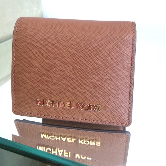 34eac4365fe6 Michael Kors Jet Set slim saffiano leather wallet.  M 55285e0e56b2d65d220053e7