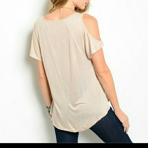 0c0dc590b43b24 Tops - Short sleeve cold shoulder top Size Small 5 6