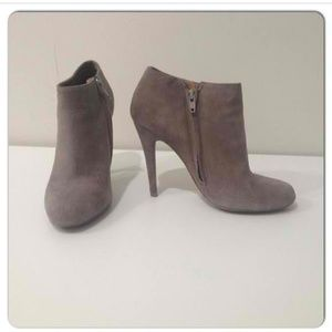Cute Aldo booties in suede.