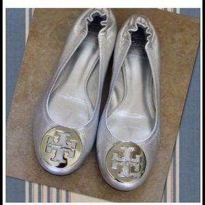 ❤️️Host Pick Authentic Silver Tory Burch Reva Flat