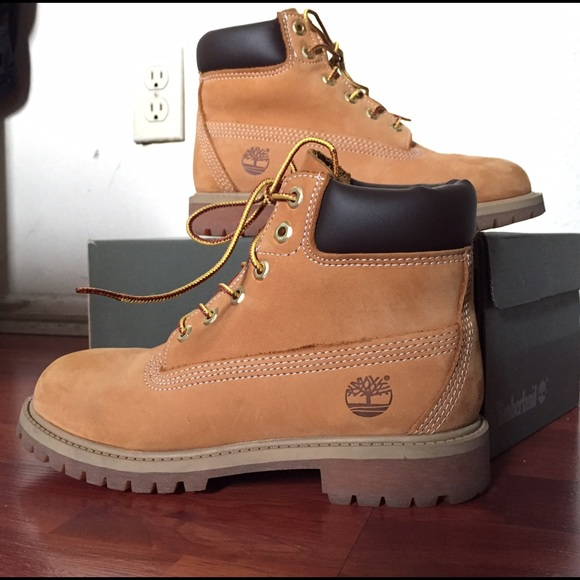 Cool The Summer Boots Are The Companys Lightest Weight Boots, With Blundstones Featherflex Soles And A Leather Upper That Features A Reduced Height Through The Ankle Timberland Is The  The Companys