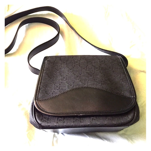 Vintage Gucci Crossbody Bag 119