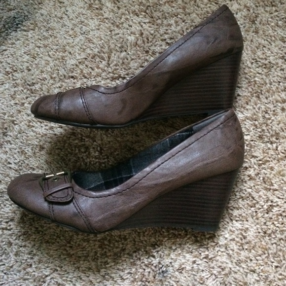 american eagle by payless closed toe brown wedge from
