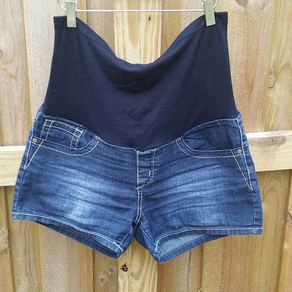 Bella Vida Maternity - Maternity short jean shorts size L from ...
