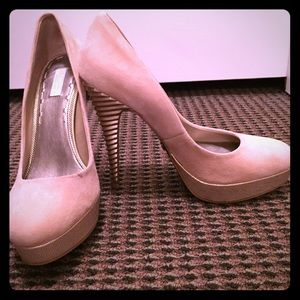NWOT Rachel Roy pumps