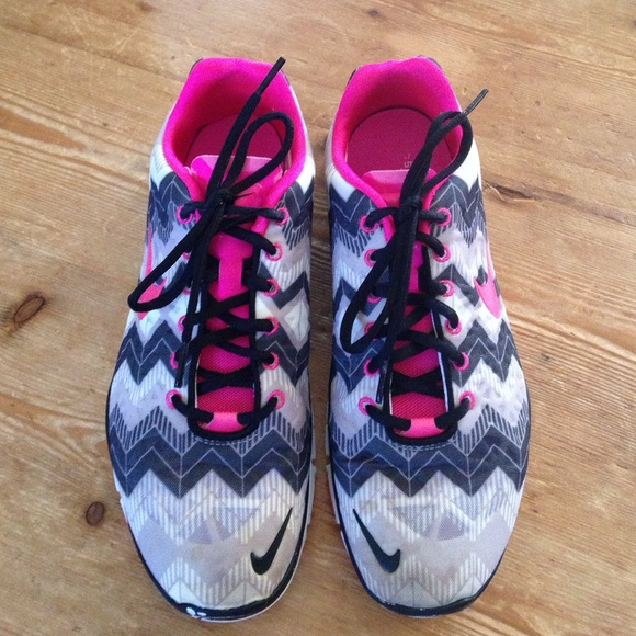 size 40 3326e 3dff3 Nike free run 5.0, pink and black chevron, size 10
