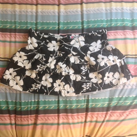 Roxy Dresses & Skirts - Roxy Ruffle Black & White Floral Skirt - XL