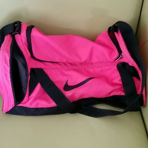 d305d72408f3 HOT PINK NIKE GYM BAG. M 552ad60944adba707900e40f