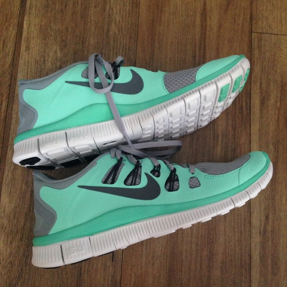 low priced 3cd48 6a601 NEW Nike Free 5.0 in Tiffany Blue, size 9. M 552ad7e35a49d0686500e473