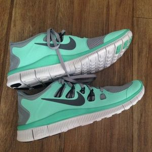 Nike Shoes - NEW Nike Free 5.0 in Tiffany Blue, size 9