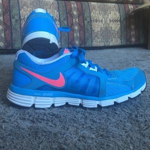 Nike Shoes - Women's Nike Dual Fusion St 2 size 8.5 blue/pink