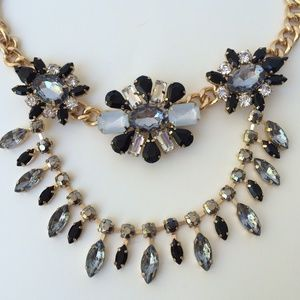 Jewelry - NEW Statement necklace