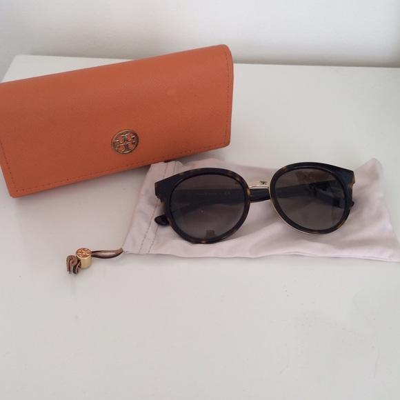 b6ff7fa50a9f Tory Burch Rounded Panama Sunglasses Tortoiseshell.  M 552b05214225be3fc200f74f