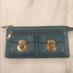 Marc Jacobs Clutches & Wallets - Marc Jacobs zip clutch wallet