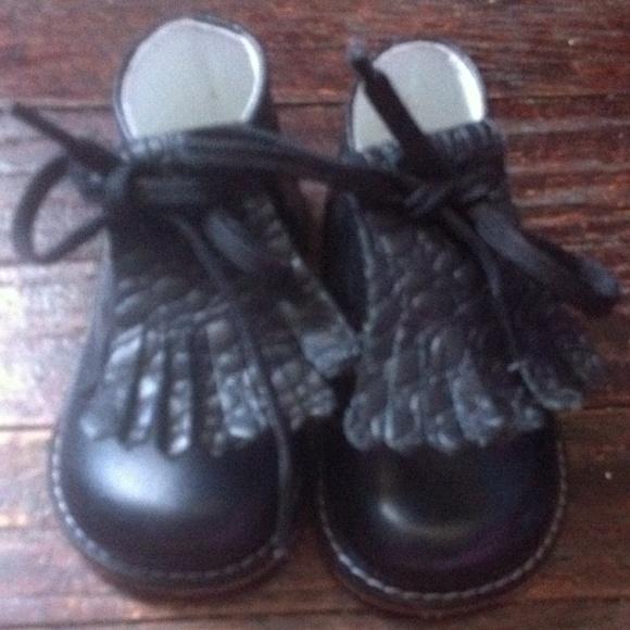 53 shoes josmo black walking shoes from kimesha s