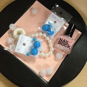 Jewelry - Blue front back earrings