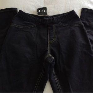 🚫 SOLD NWT - HUE skinny leg Black jeggings