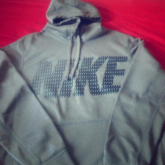 089bed62f677 Nike Sweaters - Grey Nike Therma-Fit Hoodie