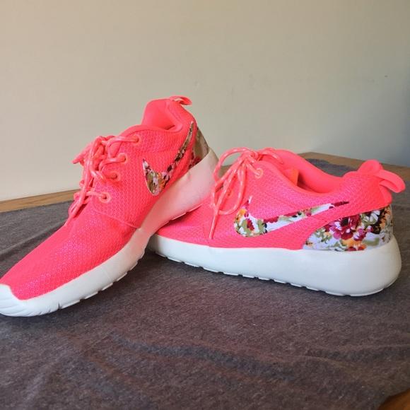 ecf28353872b5c Bright Pink new Nike Roshe Runs NWT