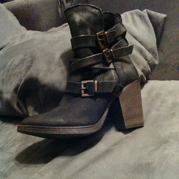 629e53dbe54 Steve Madden Yale leather boots