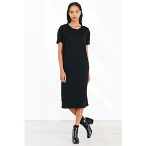 Truly Madly Deeply Short-Sleeve Midi Tee Dress