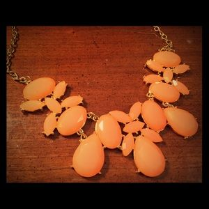 Peach statement necklace NWOT