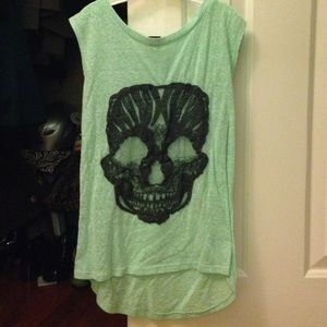 Foam green tank top with lace black skull