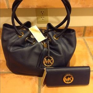 a04bc02be995 Michael Kors Bags - Michael Kors Ring Tote and matching wallet in navy