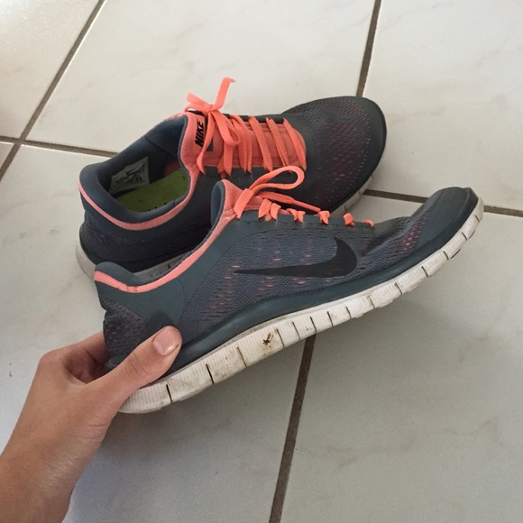 nike free run coral and grey