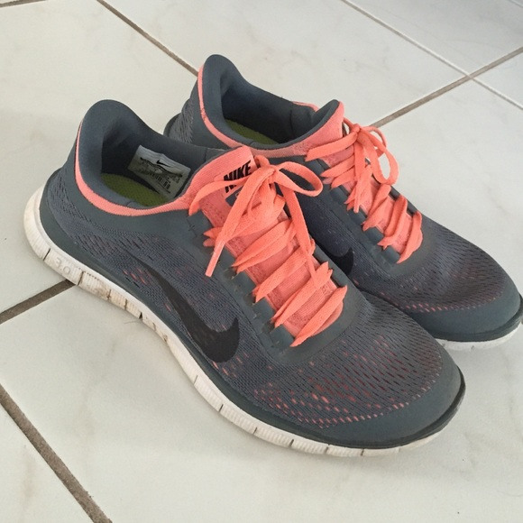 buy popular 97ec5 6934d NIKE FREE RUNS- CORAL AND GREY. M 552d89d278b31c229b002d1d