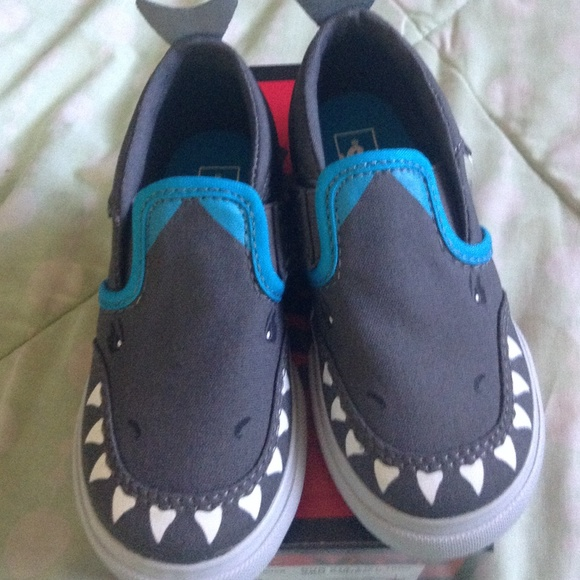 31ab082ebf8f23 Toddler boy shark vans!! I HAVE TWO !!! M 552d92414225be0cc2003171