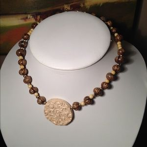 Jewelry - Off-white pottery necklace