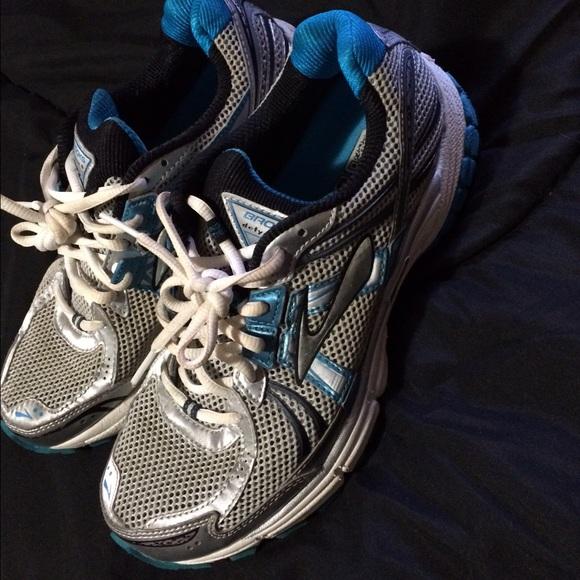 Brooks Shoes | Defyance 6 Womens Size 9
