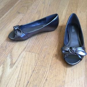 Kenneth Cole Reaction Shoes - KENNETH COLE REACTION Silver Peep Toe Flats