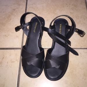 Shoes - Black sandal platforms