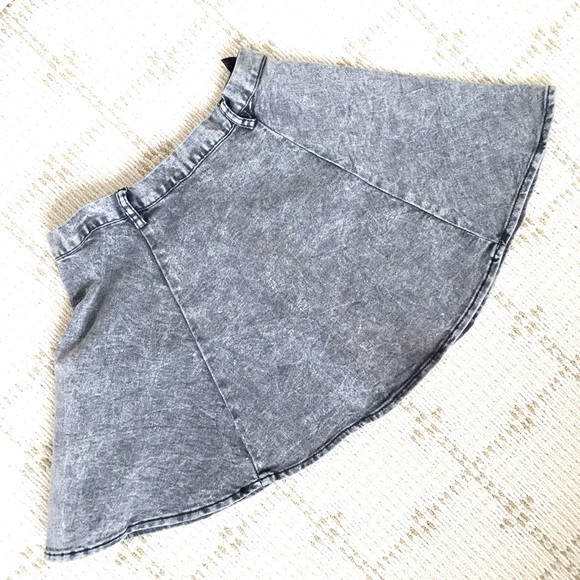 H&M Skirts - NWOT H&M acid wash skater skirt
