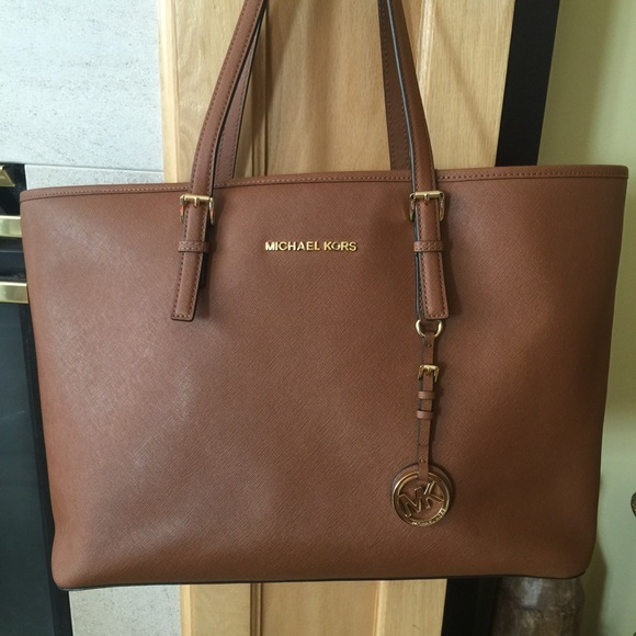 a271c072647c Jet Set Travel Saffiano Leather Tote. M 552ffdb301985e2e5b0082da. Other Bags  you may like. NWT MICHAEL KORS ...
