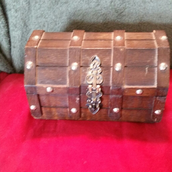 Vintage Accessories Wooden Pirates Treasure Chest Jewelry Box